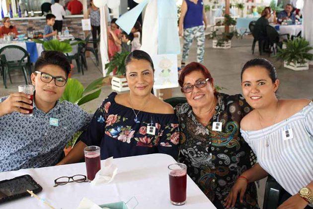 Moisés Gerardo, Maricela Gómez, Mariana Palacios, Alexa Chávez.