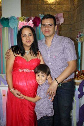 Patricia León, Mateo, Erick Gordillo.