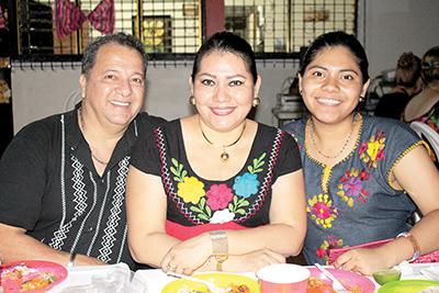 Manuel Digheros, Liliana Rodas, Magnolia Castillo.