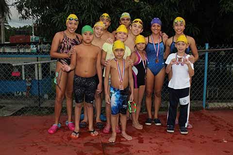 Nadadores Tapachultecos Destacan en Guatemala