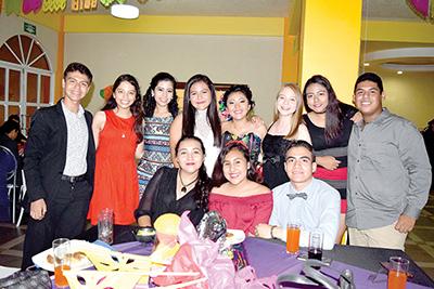 La foto con los amigos.