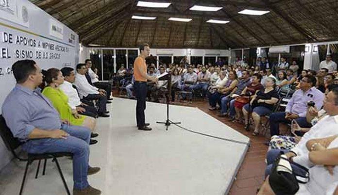 Al encabezar la entrega de los recursos, el mandatario informó que se tienen identificados mil 869 comercios con afectaciones en 22 municipios, los cuales están siendo atendidos de manera directa.