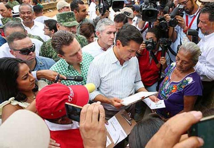Durante la visita de trabajo a nuestra entidad, el Ejecutivo Federal manifestó que la Federación tiene como prioridad asegurar que todas las personas que resultaron afectadas, tengan un hogar dónde vivir, así como impulsar la recuperación de escuelas y templos que son parte del patrimonio cultural de Chiapas.