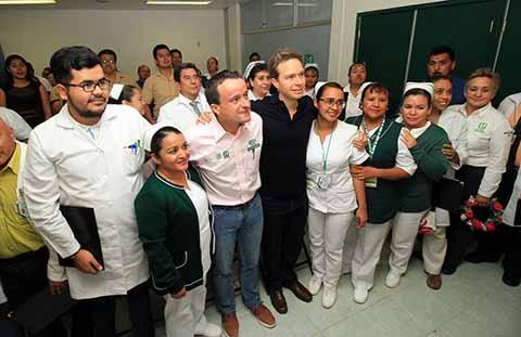 Constatan MVC y titular del IMSS, Mikel Arriola, trabajos de rehabilitación del Hospital rural en Ocozocoautla; reabren la Unidad Médica Familiar número 25 y encabezan el arranque de la Campaña de Vacunación Anti Influenza.