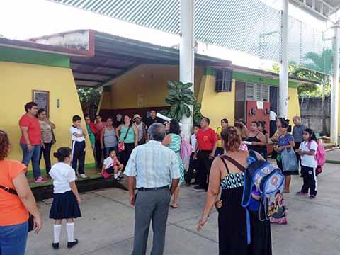 Padres de Familia Denuncian Irregularidades en la Primaria