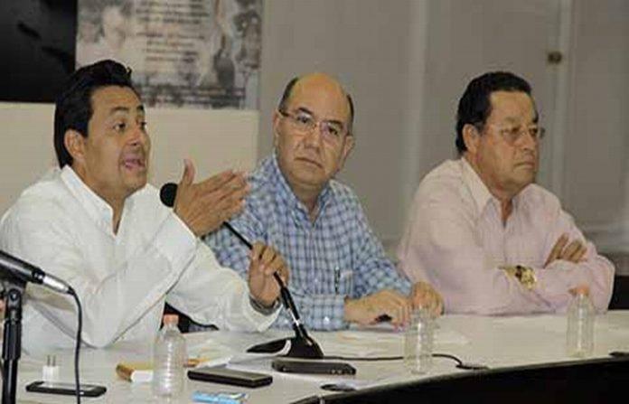 El Secretario de Gobierno, Juan Carlos Gómez Aranda, se reunió con padres de familia y maestros del Soconusco, a quienes aseguró que se atenderán todas las escuelas dañadas por los terremotos del 7 y 19 de septiembre