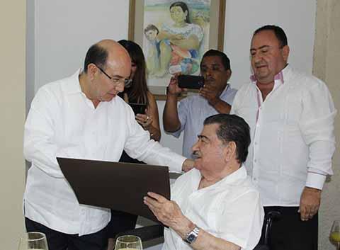 Gobierno de Chiapas Reconoce Compromiso Social de Notarios