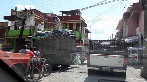 Por Carros Recolectores Descompuestos se Inundan de Basura las Calles Huixtla