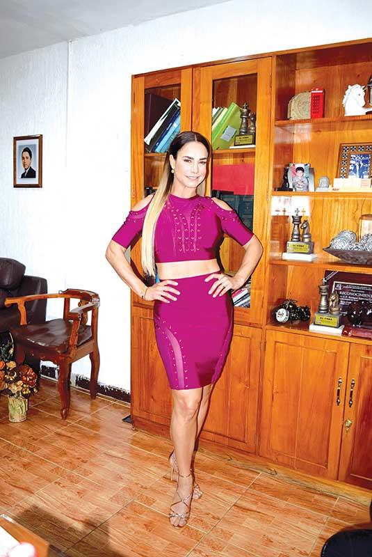 Liz Vega durante su visita a EL ORBE.
