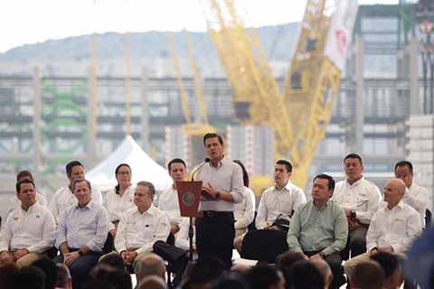 Peña Nieto Anuncia Hallazgo de Mayor Yacimiento de Petróleo en 15 Años