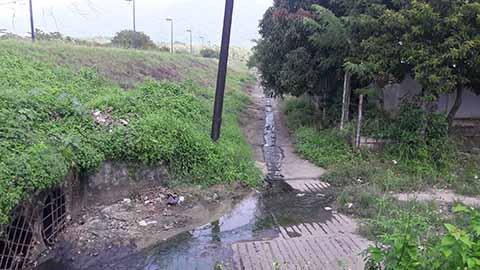Aguas Negras Desembocan y Contaminan en el Río Huixtla