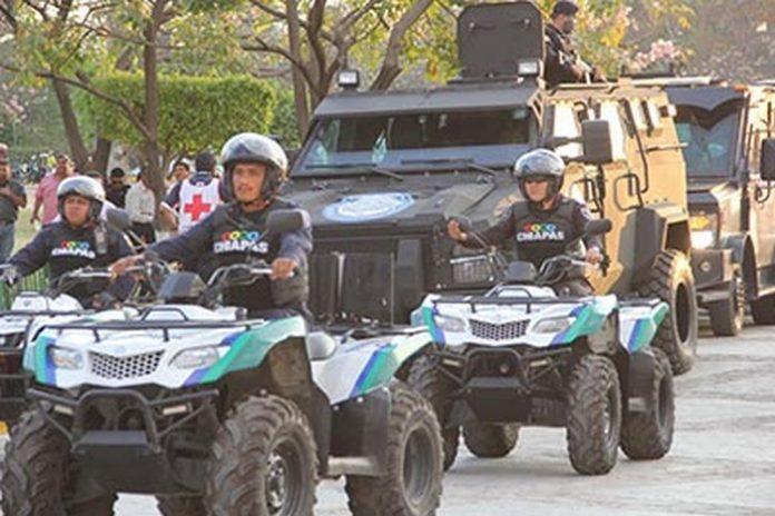 Decenas de elementos policiacos, así como del Ejército Mexicano y Marina Armada de México, arribaron desde el fin de semana a esta región para reforzar la seguridad de la población y de los visitantes centroamericanos, apostándose en diversos centros comerciales, bancos y centro de la ciudad.