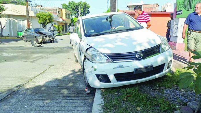 Chocaron y dos Peatones Resultaron Lesionados