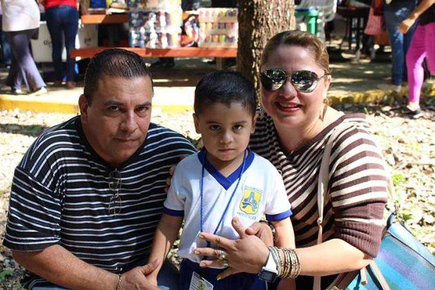 Abelardo de la Peña, Christopher de la Peña, Karina Ricardez.