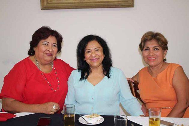 Maru González, Ana Martínez, Tere Gordillo.