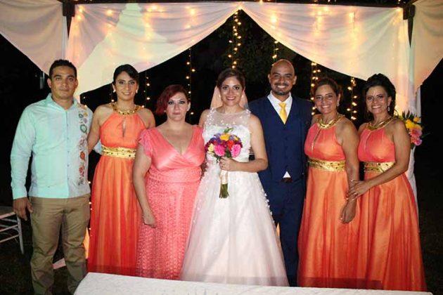 José Antonio Román, Janette Barragán estuvieron acompañados de sus hermanos en tan importante noche.