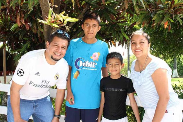 Jorge, Diego, Pablo Cruz, María Luisa Ruiz.