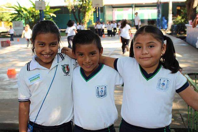 Miriam Rivas, Carlos Trujillo, Karla Hernández.
