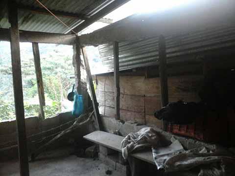 Damnificada Denuncia que la Dejaron Fuera de Reconstrucción