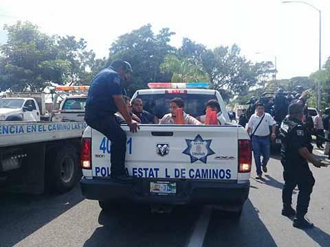 Detiene Fiscalía del Estado a 19 Transportistas por el Bloqueo a la Obra del Seguro Social