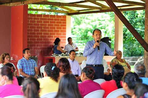 Agradece Enrique Álvarez el Apoyo a las 384 Familias Damnificados