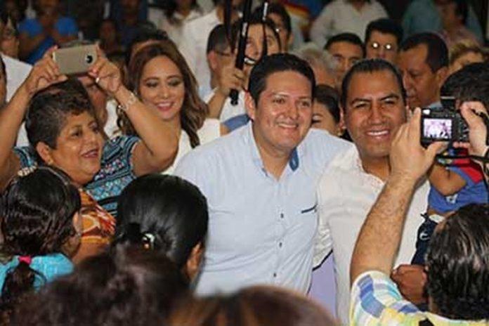 Acompañado del Diputado Federal Enrique Zamora Morlet, el presidente de la JUCOPO del Congreso del Estado, Eduardo Ramírez, realizó una intensa gira de trabajo por la zona Baja, Centro y Alta de Tapachula.