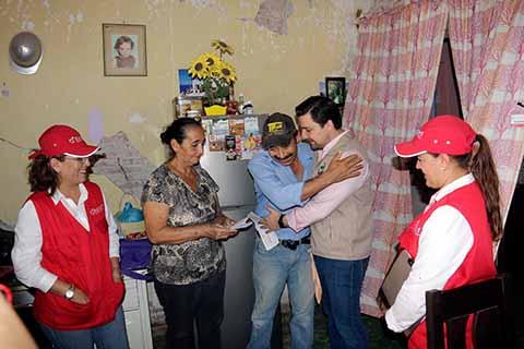 Continúa Fernando Castellanos Entrega de Tarjetas del Fonden a Damnificados en Tuxtla
