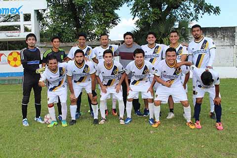 La Garra Golea a Deportivo Cruz