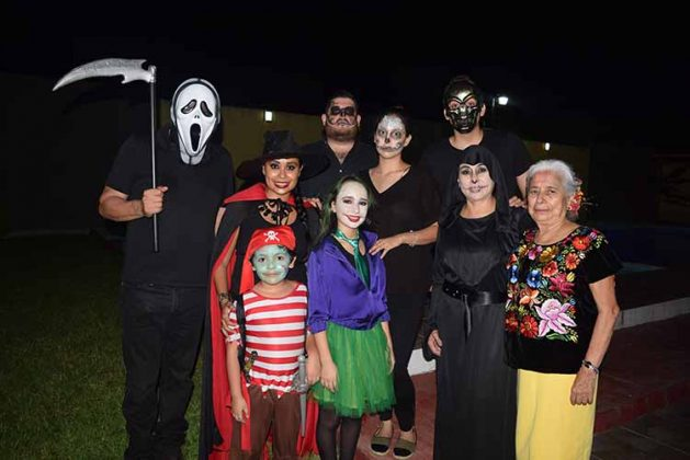 Armando, Karmina, Paola, Armando Fernández, Carmina Wong de Fernández, Mariel, Fernando López.