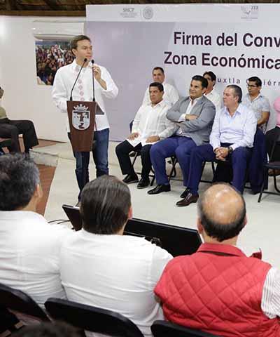 El Gobernador Velasco y el titular de la Autoridad Federal para el desarrollo de las ZEE, formalizaron un acuerdo para garantizar el trabajo conjunto entre los tres órdenes de Gobierno, con el fin de impulsar la economía tras el sismo de Septiembre.