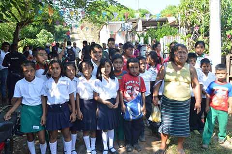 Habitantes de la Primavera 3 Niegan Acceso a la Escuela a Niños y Maestros