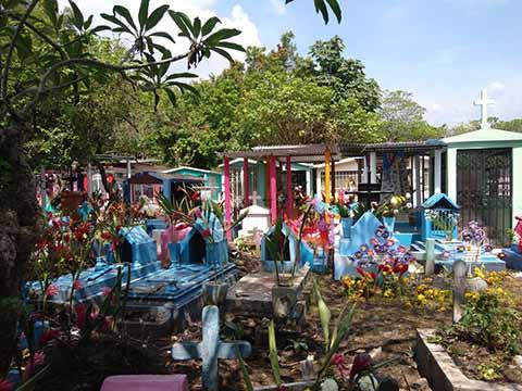 Saturados los Panteones de Tapachula