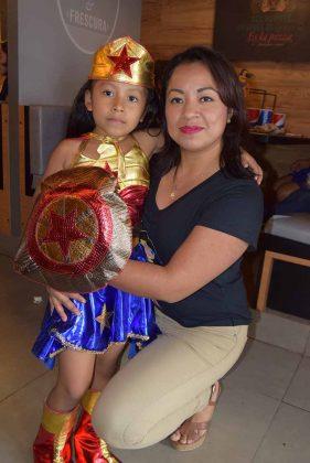 Nadia Pamela con su mamí Fanni Roblero.