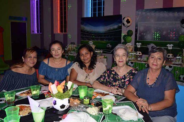 Itzia Martínez, Anita Salgado, Nely Citalán, Tere Acosta, Maty Gordillo