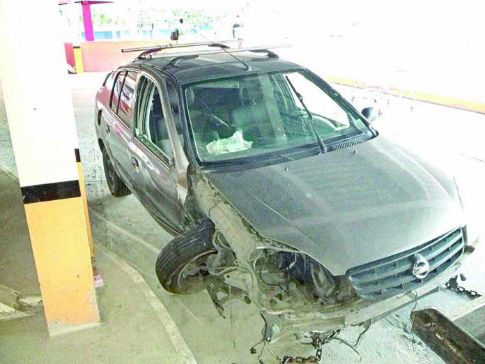 Abandonaron Carro Chocado en Plaza Comercial