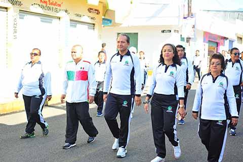 Enrique Álvarez Encabeza Desfile de la Revolución Mexicana