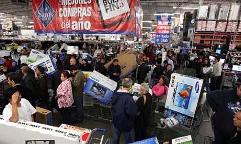 Para cuidar los intereses de la clientela, la Procuraduría Federal de Consumidor (PROFECO) colocó módulos en las principales plazas comerciales.