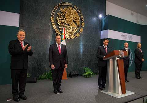 José Antonio González Anaya a la SHCP y Carlos Alberto Treviño Medina a PEMEX