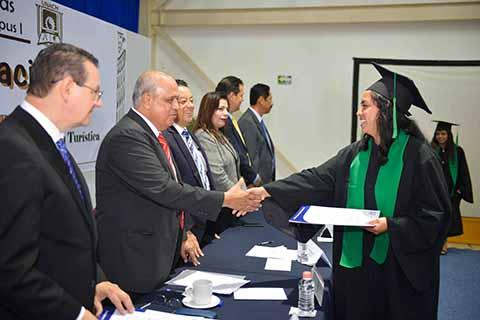 Concluyen sus Estudios Egresados Contaduría y Administración de la UNACH