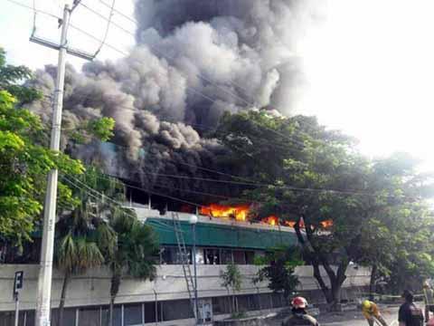 Normalistas Incendia Edificio de la Secretaría de Educación