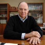 Enrique Krauze, escritor, historiador y periodista de México es uno de los anteriores ganadores del premio.