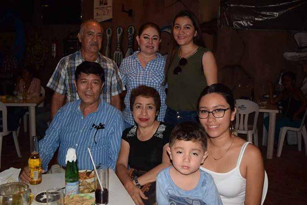 Elena Moreno, Jorge Cabrera, Adriana Cabrera, Elena Cabrera, David Fernández, Armando Moreno.