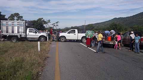 Habitantes Reclaman Obras Carretera en Acapetahua