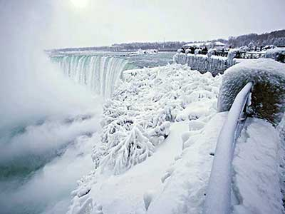 Se Congelan Cataratas del Niágara por Onda Polar que Azota EU y Canadá