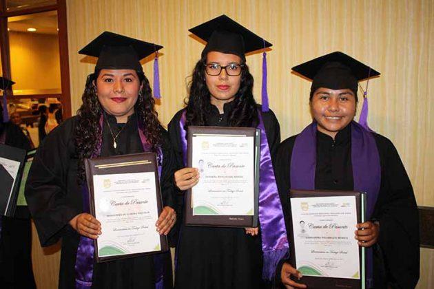 Yaquelin Hernández, Noemi Herrera, Mónica Hernández.