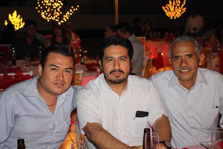 Adain Ballinas, Alejandro Kenter, Roberto Díaz.