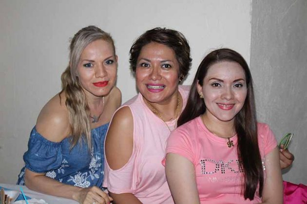 Erika, Yohany, Karina de los Santos.