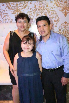 Claudia Tirado, Margarita Concepción, Jorge Luis.