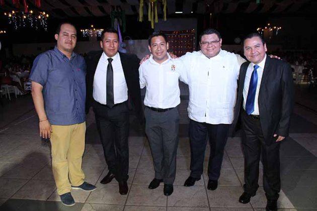 Wesceslao Medina, Daniel Reyes, Axel López, Alejandro de la Cruz, Víctor Santiago, secretarios sindicales.