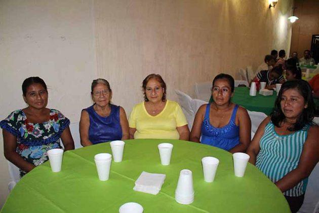 Ana Hernández, Guadalupe Rivas, Luz María, Cecilia Hernández, Mirayda Hernández.